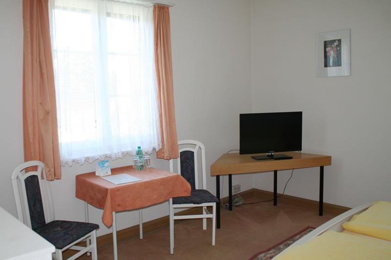 Hotel fliegerhorst dresden pension brunnen dresden hellerau for Hotelzimmer dresden